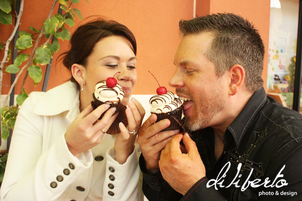 Engagment Photos Cupcakes