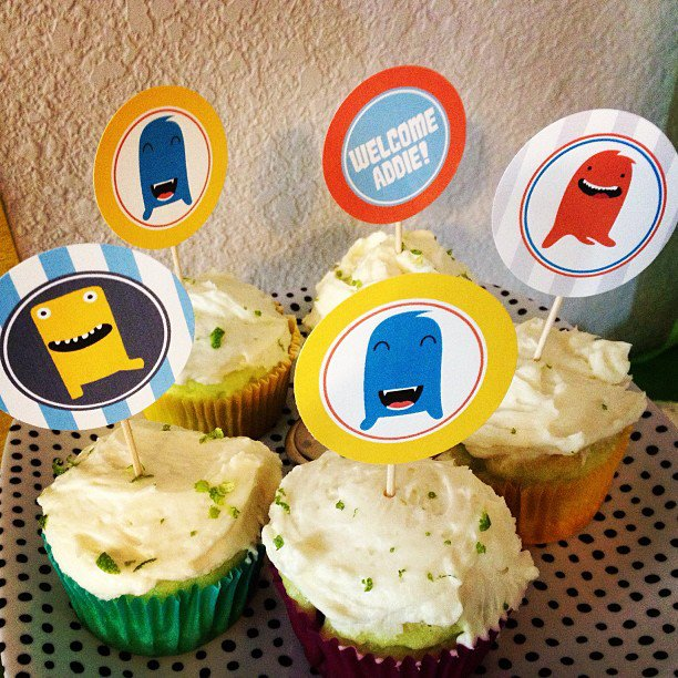 cupcakes-monster baby shower